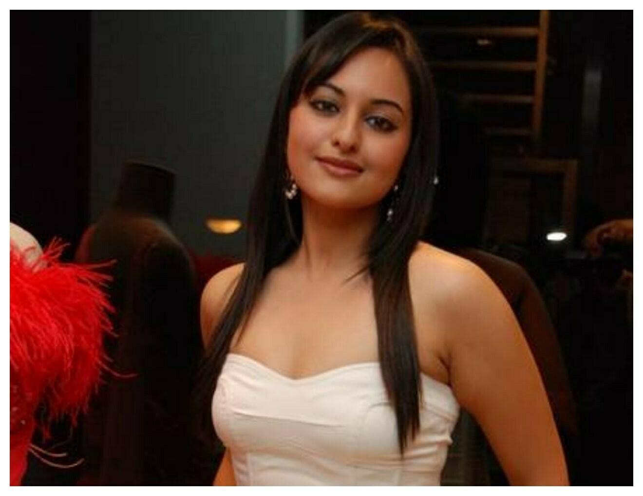 Wallpapers Hd Joker Sonakshi Sinha Bollywood Star Hd Wallpaper Pics Hd Walls