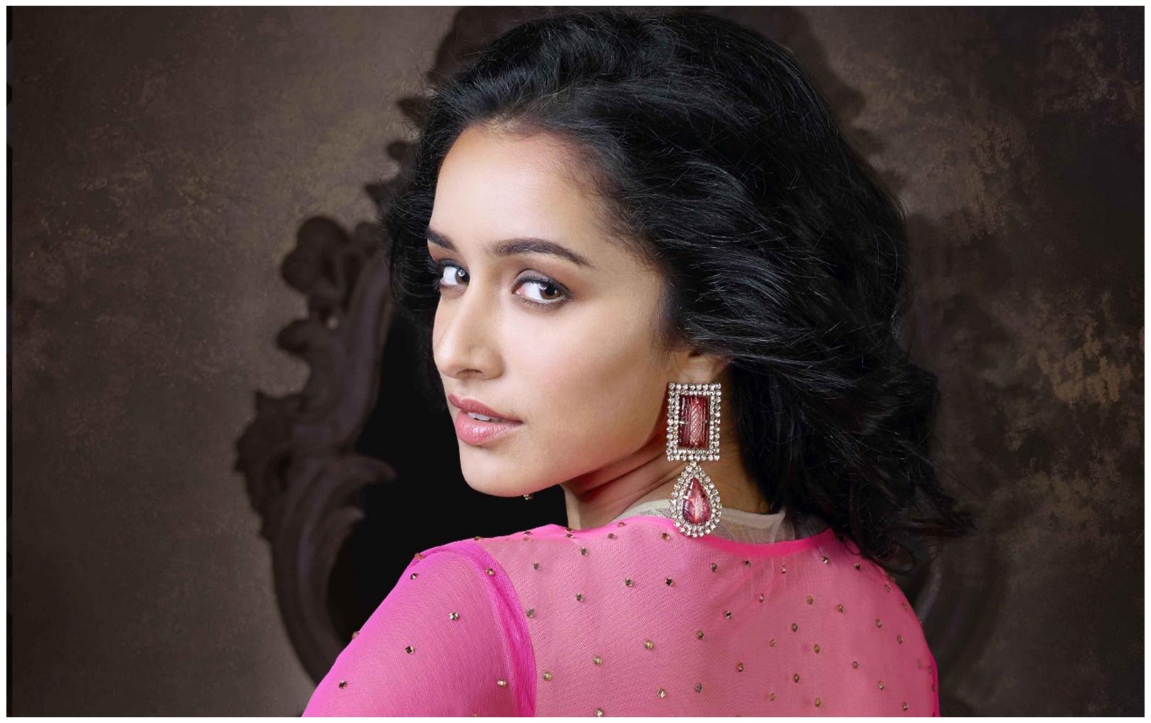 Parineeti Chopra Wallpaper 3d Bollywood Actress Shraddha Kapoor 2017 Hd Wallpapers Hd