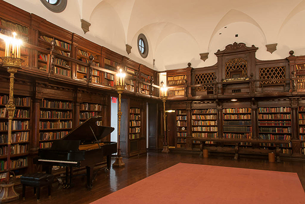 The Library of the House of the Redeemer. Photo Michael Miller