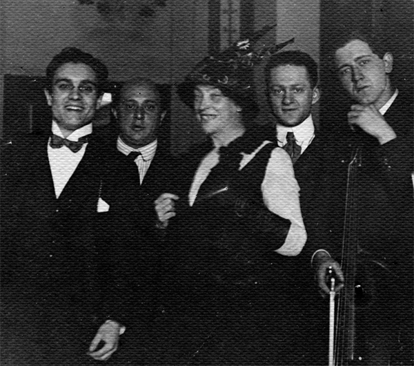 Arnold Schönberg and Albertine Zehme with some of the musicians after the Premiere of Pierrot Lunaire.