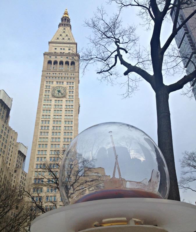 gazing-globes-nyc-clock