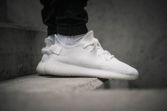 adidas-yeezy-boost-350-v2-cream-white-foot-04