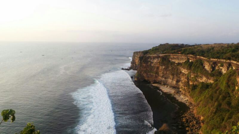 Pantai Uluwatu ; photo taken by: Dicky R