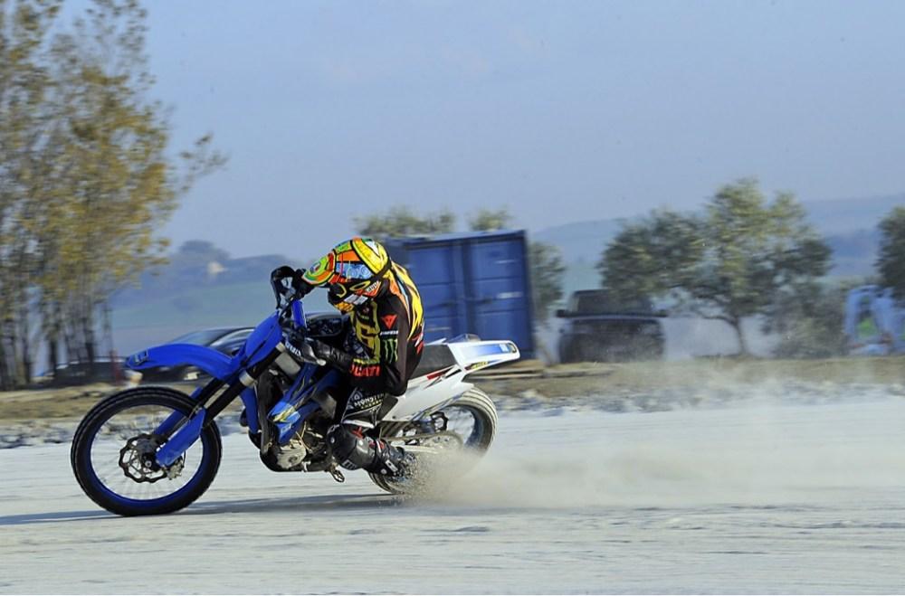 Kabar Terakhir Motogp Valentino Rossi Foto Tragis Kecelakaan Simoncelli Dilindas Oleh Colin Pembalap Motogp Menyebalkan Desain Modifikasi Motor Terbaik Www