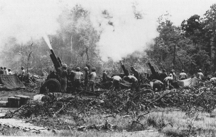U.S. 105 mm artillery battery in action in the Central Highlands (Battle of Dak To