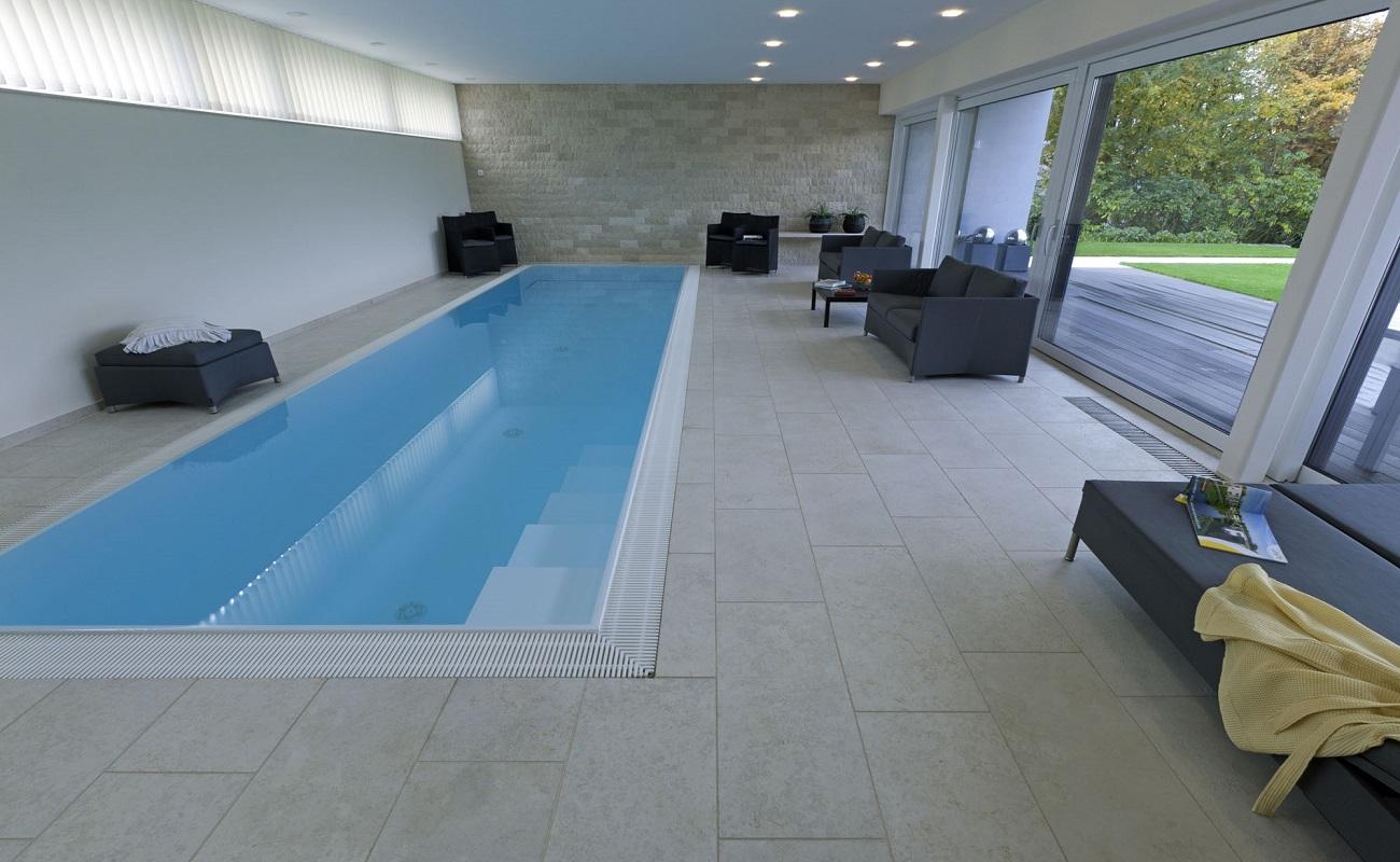 Grosse Pool Fliesen Grosses Haus Zur Miete Mit Badeplatz Und Pool