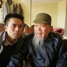 … và bố là ông Cao Xuân Điều, sinh 1937, trung đoàn phó tham mưu trưởng E 733, Quân Khu V. Ông Điều có 24 năm ở chiến trường, ông trở về từ Campuchia năm 1985, 3 năm trước khi con trai Cao Xuân Minh của ông hy sinh.