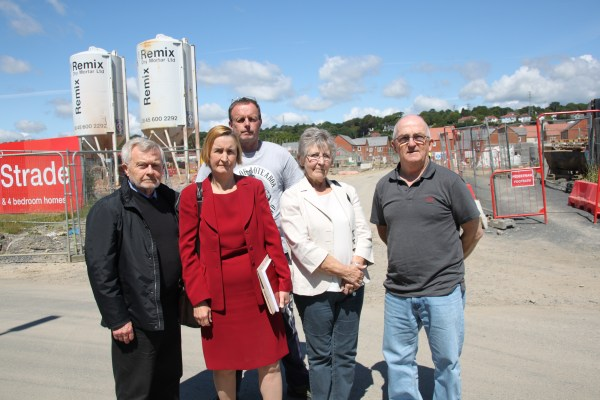 Nia Griffith MP and Stradey residents 1