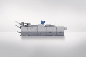 新たな中綴じ製本フィニッシャーは、バーサファイアEVでは52~350㌘/平方㍍の用紙に対応して折りの品質が向上