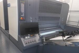 フィーダー部でも印刷機の操作・指示ができて利便性にもすぐれている