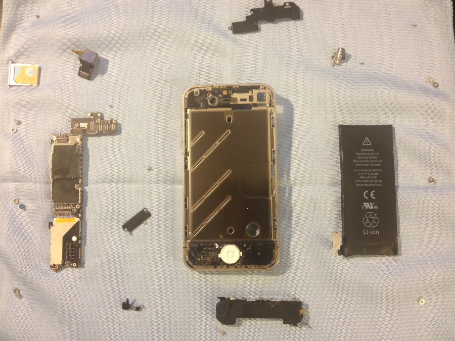 The entire phone completely disassembled looking at it from the front.