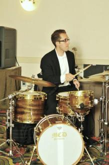 nick costa performing with the george weldon jazz trio