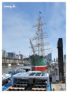 Der Hamburger Hafen mit der Rickmer Rickmers