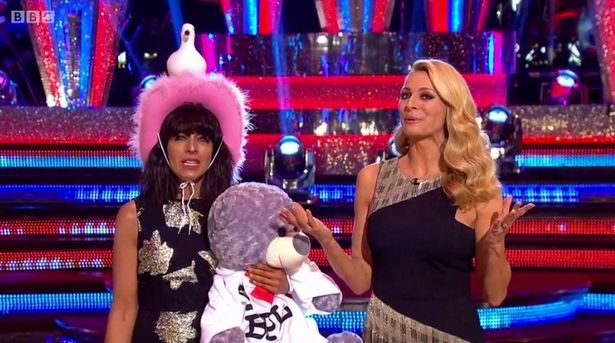 strictly-come-dancing-viewers-ask-for-%22annoying%22-tess-daly-to-be-sacked-and-to-have-claudia-winkleman-as-main-presenter