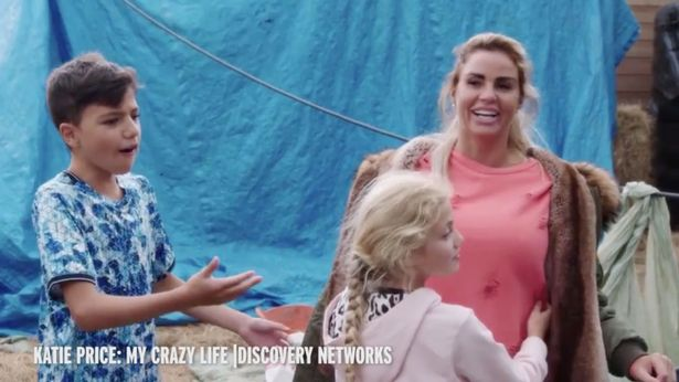 Katie Price Shows Toddler And Teenage Son A Topless Photo Of Herself In New Reality Show!