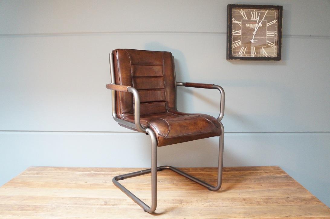 Bruine Leren Stoel : Lederen meubels lederen fauteuil in het interieur luxe in kleine
