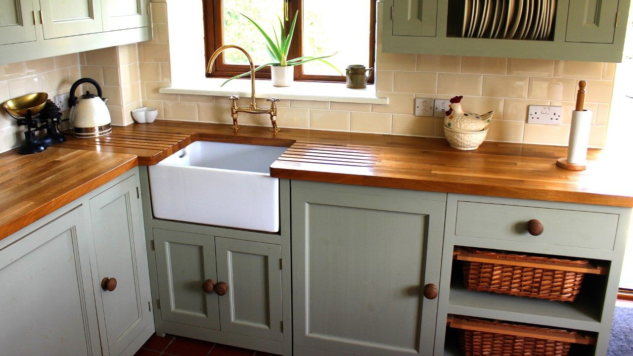 The Difference Between Refinishing And Refacing Kitchen Cabinets
