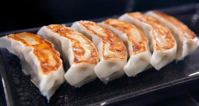 Гёдза - поджаренные японские пельмени