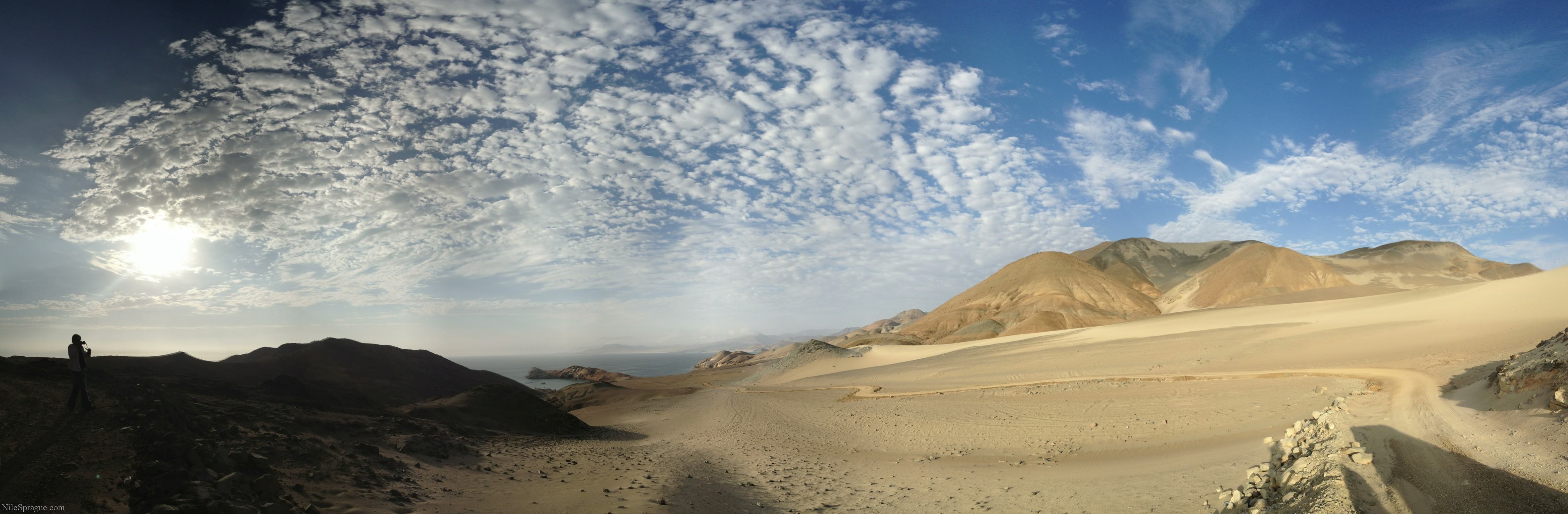 Photo: Panorama of desert, ocean and mountains near Huarmey, Peru