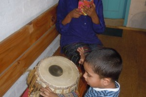 K capturing me capturing Piglet on the tabla