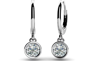 An exquisite pair of drop earrings