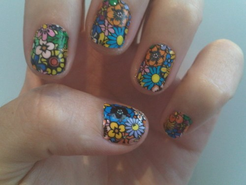 katy-perry-minx-nails-flower-2