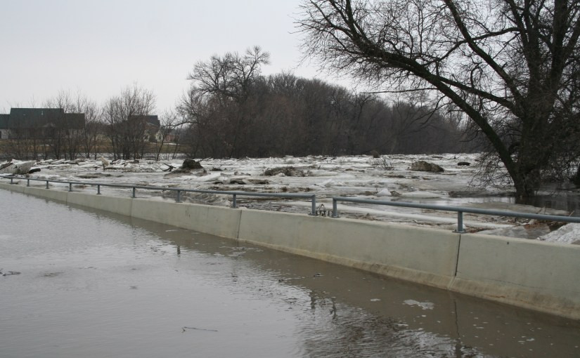 Fargo braces as river at 40.76 feet and rising