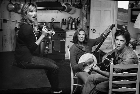 Martha Wainwright, Kate McGarrigle, and Rufus Wainwright, photographed at the Paul Morissey estate in Montauk, New York, September 2006. Photograph by Mark Seliger.
