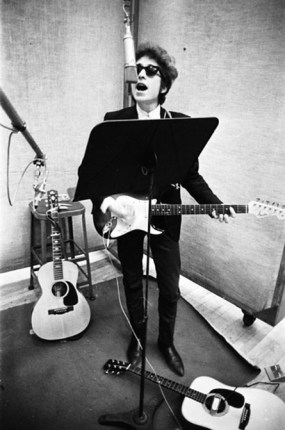 bob dylan studio a 285x430 Favourite Dylan song from 1960s Like a Rolling Stone photo