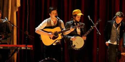 Mumford-and-Sons-Grammy-Performance-807-305