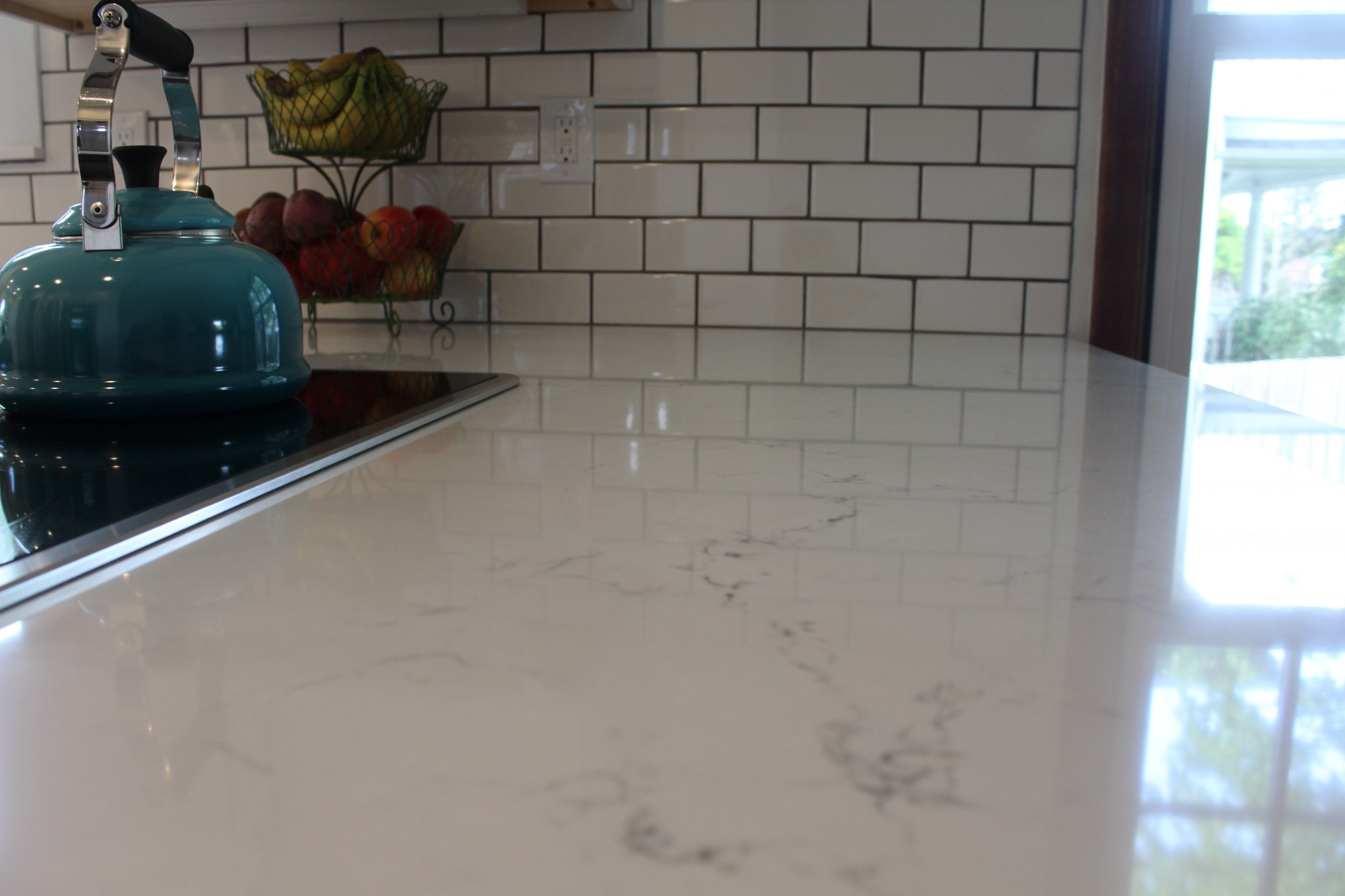 How To Clean Quartz Countertops Stains Clean White Kitchen Cabinets And Quartz Countertops