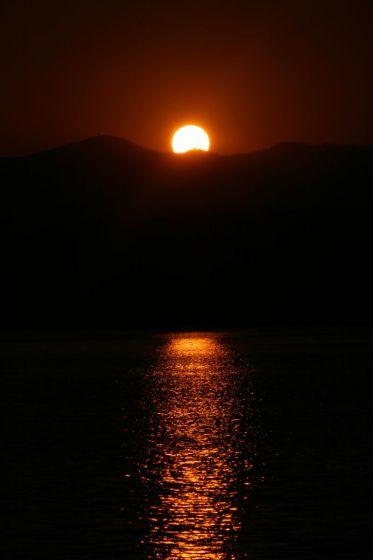 大沼に陽が沈む