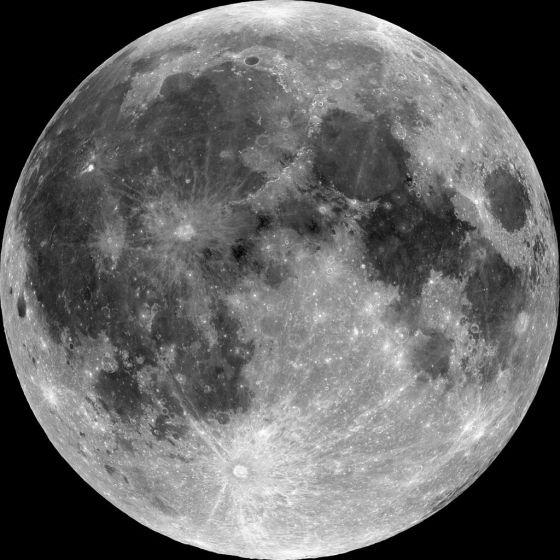 月の海|黒く見える部分が「海」と呼ばれている。Wikipediaより引用。