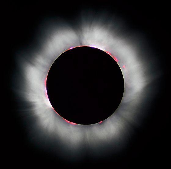 皆既日食で見られたコロナ