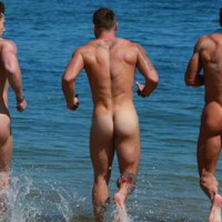 Los chicos de English Lads y Fit Young Men se desnudan en la playa para el Calendario 2015