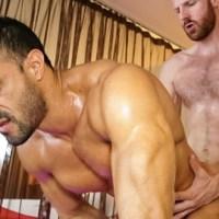 [Tim Tales] El chulazo argentino Flex debuta en el porno gay follado por el mega pollón de Tim Kruger