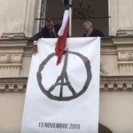 The symbol of Peace for Paris unfurled in Nantes during the observance of 1 minute of silence, 16 November 2015