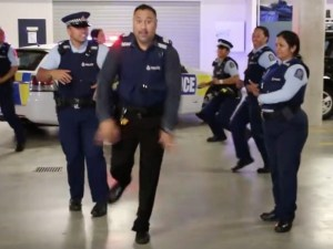 new-zealand-police-running-man-exlarge