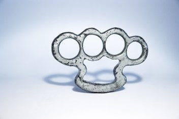 brass-knuckles-1258994_1280
