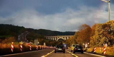In macchina sulle autostrade tedesche (foto di Collin Key)