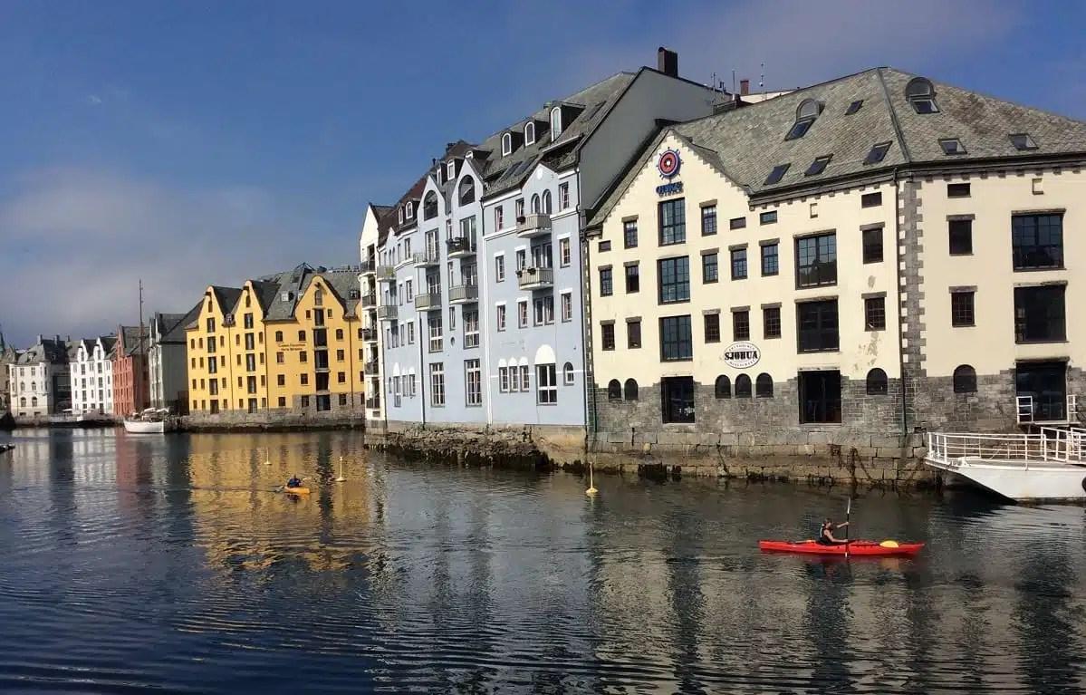 Dove andare in Norvegia? Il nostro viaggio a Alesund, balcone sui fiordi