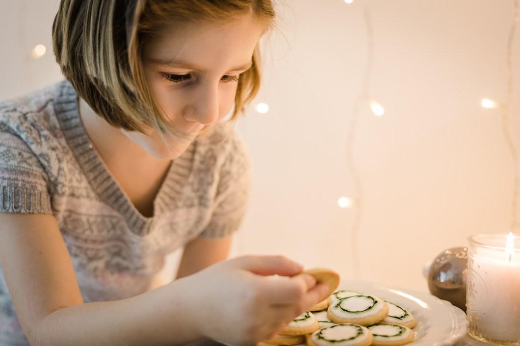 Laktosefreies Rezept für traditionelle Plätzchen aus der Weihnachtsbäckerei mit weißer Glasur von nordbrise.net Foodblog & Foodfotografie | Lactosefree Recipe for traditional Christmascookies with Royal Icing by nordbrise.net