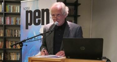 William Nygaard holder tale og ønsker velkommen til utdeling av Ossietzkyprisen og markeringen av Fengslede Forfatteres Dag 2015.