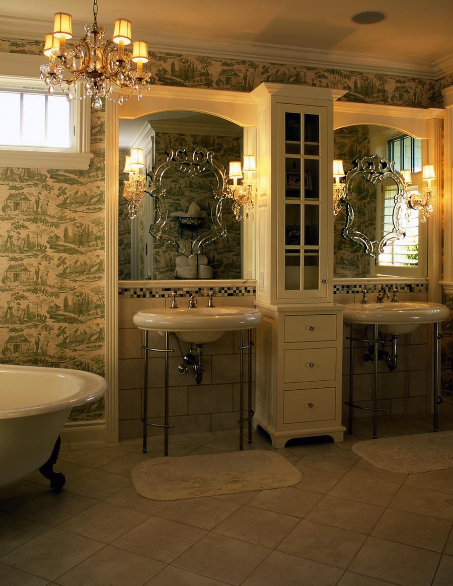 Antique style bathroom
