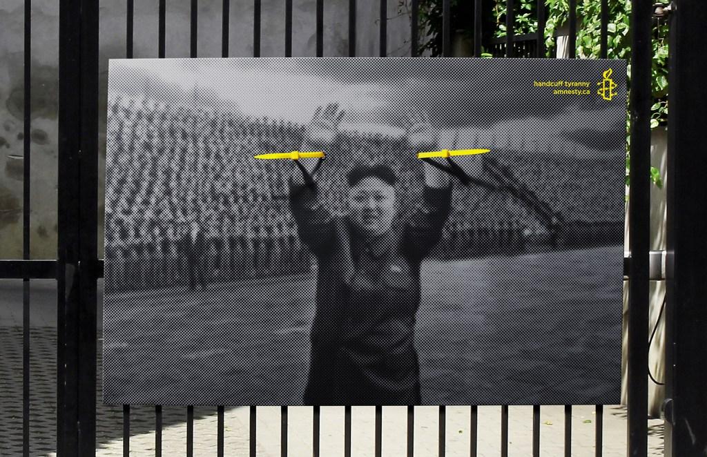 Amnesty International - Handcuff Tyranny Ung