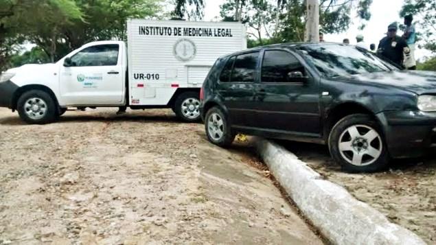 Corpo de homem foi encontrado dentro de um veículo no Monte das Tabocas. (Foto: Plantão Vitória)