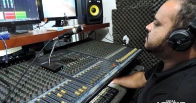 Estúdios e músicos de Vitória lucram com a campanha política