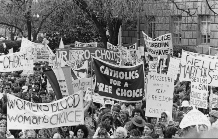 Pro-choice campaigners at a March for Women's Equality in Washington, DC, 9th April 1989. (Photo by Barbara Alper/Getty Images)
