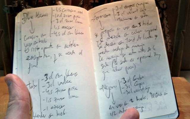 Bloc de notas para recetas de cócteles.