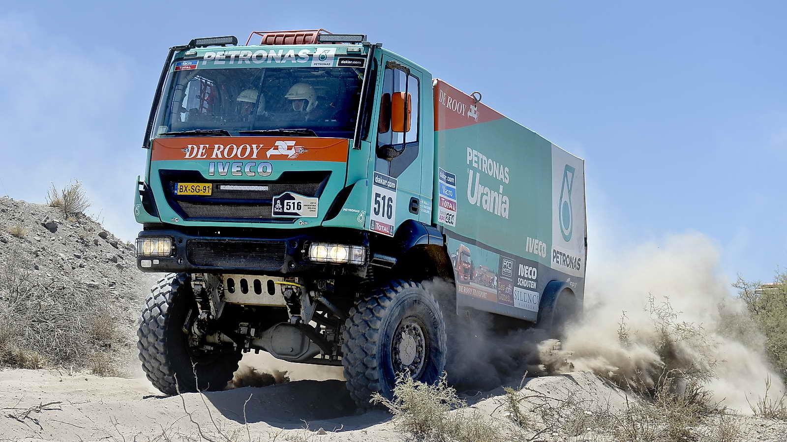 Scandinavian Wallpaper Hd Los Gigantes Del Desierto Camiones En El Dakar 2014